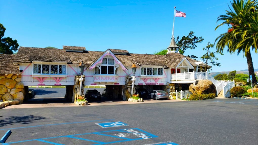 madonna inn registration building